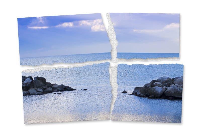 Gescheurde foto van een kalme overzees - het verlies van rust en sereniteit - conceptenbeeld royalty-vrije stock afbeelding