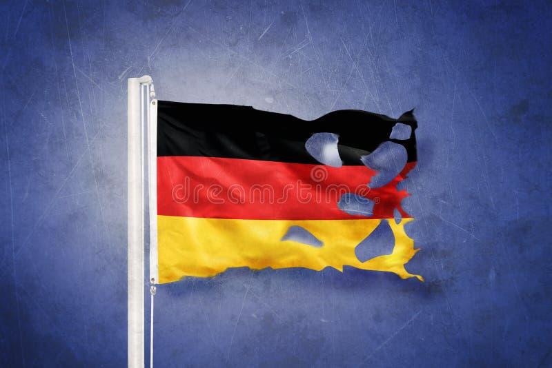 Gescheurde vlag die van Duitsland tegen grungeachtergrond vliegen stock illustratie