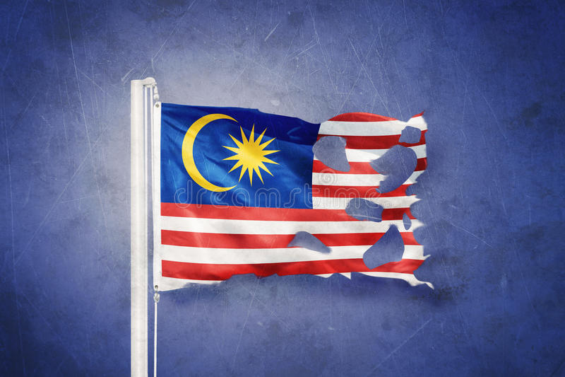 Gescheurde vlag die van Maleisië tegen grungeachtergrond vliegen vector illustratie