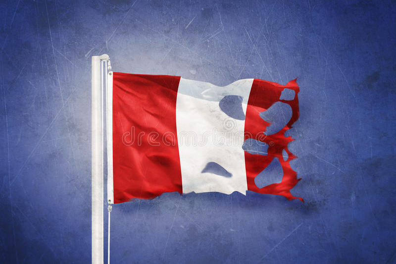 Gescheurde vlag die van Peru tegen grungeachtergrond vliegen vector illustratie