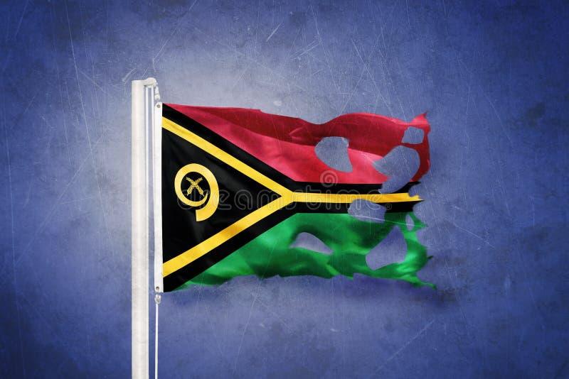 Gescheurde vlag die van Vanuatu tegen grungeachtergrond vliegen stock illustratie