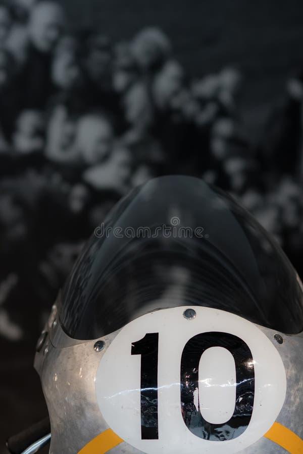 Geschichte des Motorradlaufens Motorrad mit Nr. zehn mit spe lizenzfreies stockfoto