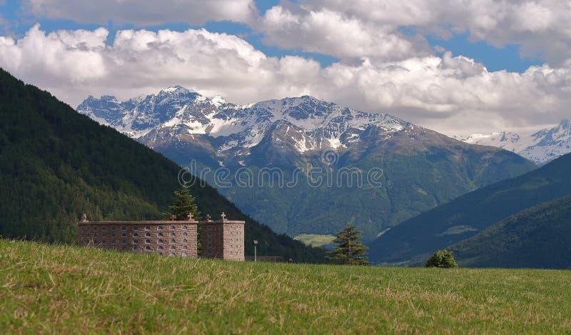 Geschichte und Kultur in Italien mit einem Mausoleum stockbilder