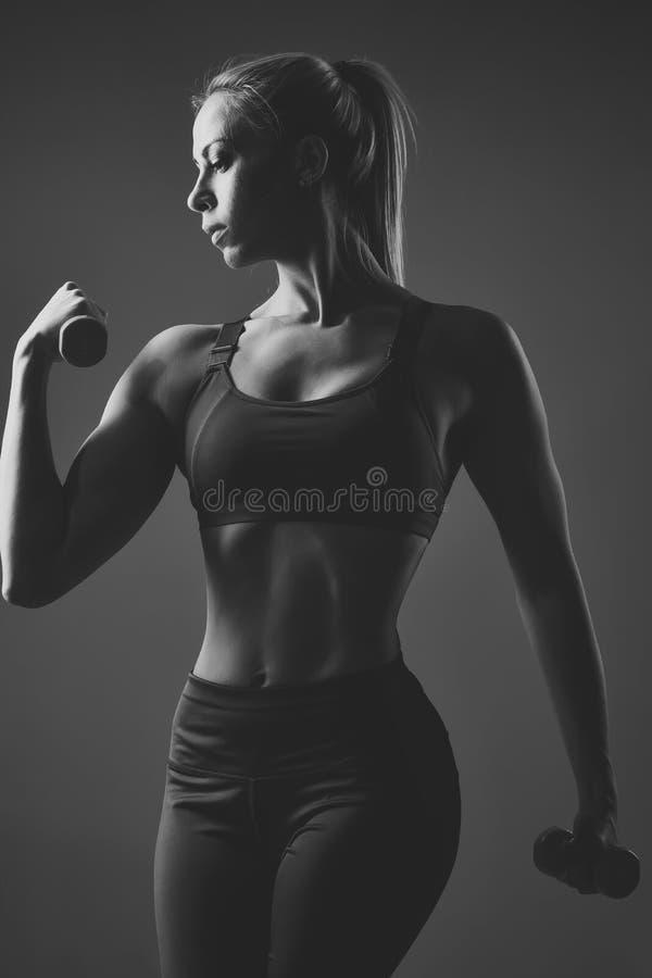 Geschiktheid, het op dieet zijn, sexy meisje Schoonheid, manier, training de Sensuele vrouw van de geschiktheidsclub met domoor,  royalty-vrije stock foto's
