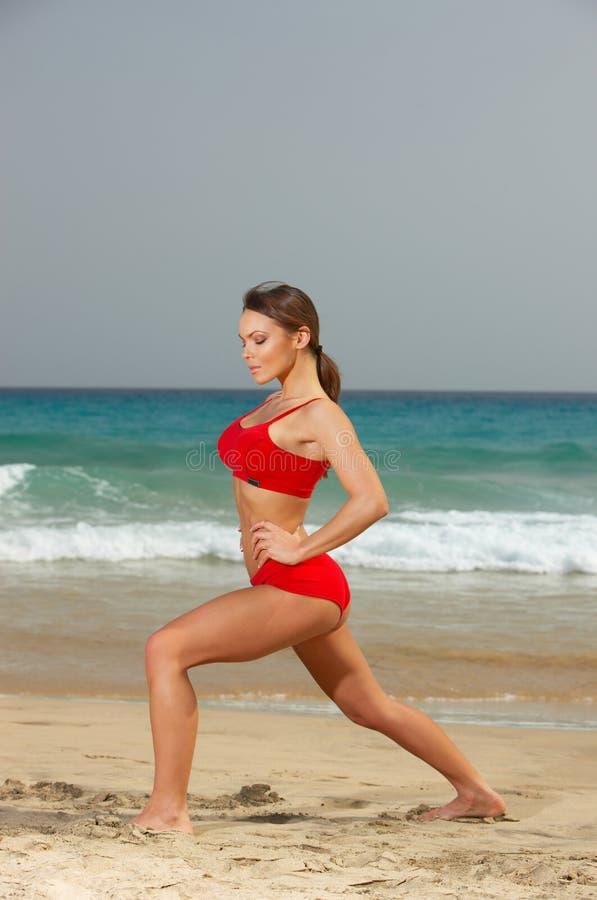 Geschiktheid op strand royalty-vrije stock fotografie