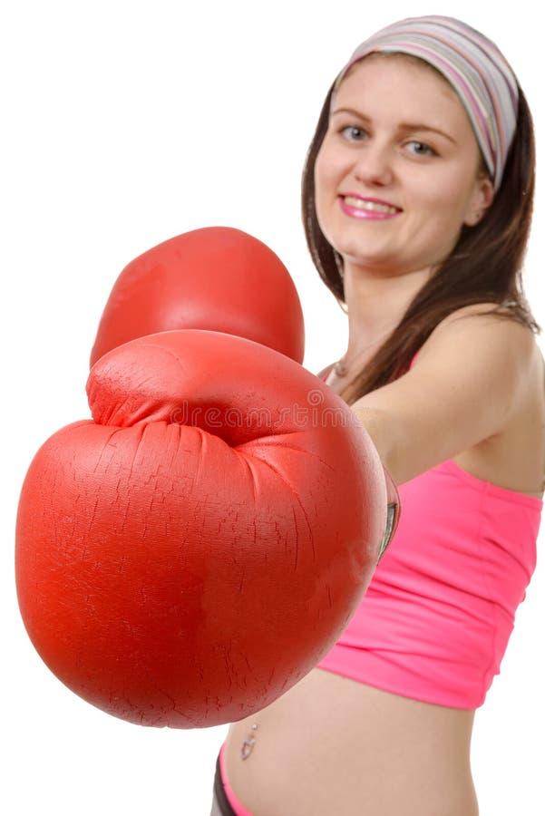 Geschiktheidsvrouw met de rode bokshandschoenen stock afbeelding