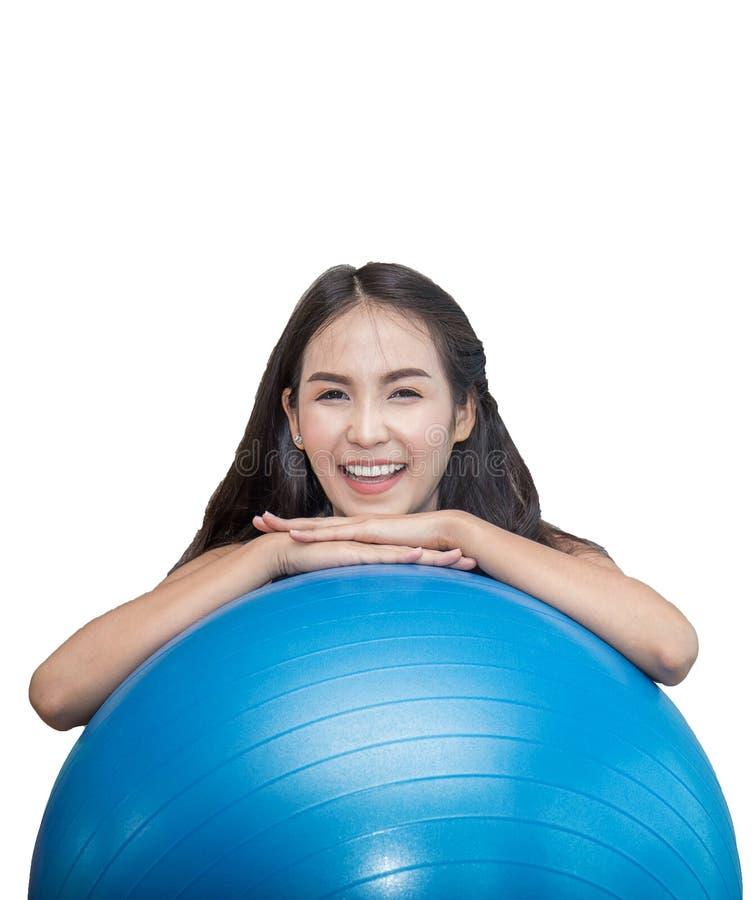 Geschiktheidsvrouw op pilatesbal stock foto's