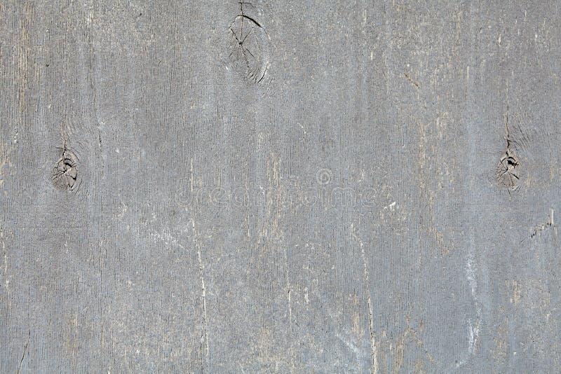 Geschilderd triplexblad met het pellen van grijze verf stock foto