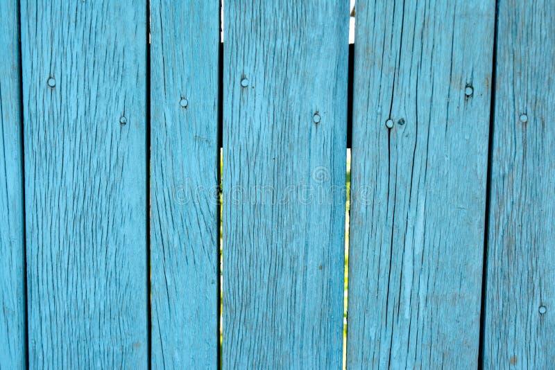 Geschilderde blauwe oude langzaam verdwenen houten planking achtergrond met gebreken royalty-vrije stock afbeeldingen