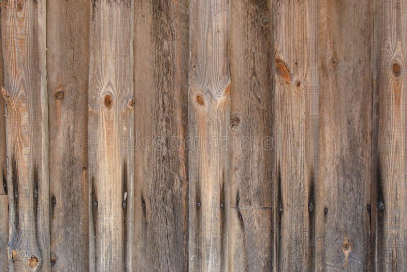 Geschilderde bruine oude langzaam verdwenen houten planking achtergrond met flawes stock fotografie