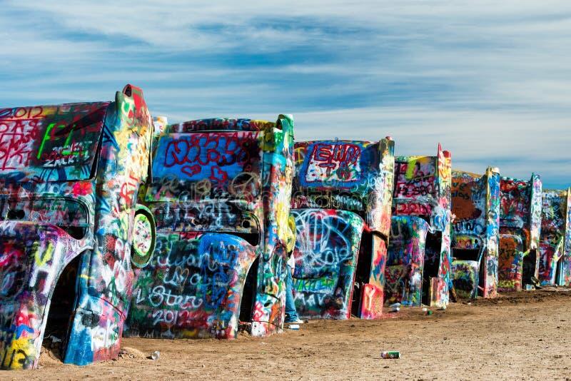 Geschilderde Cadillacs in de woestijn stock fotografie