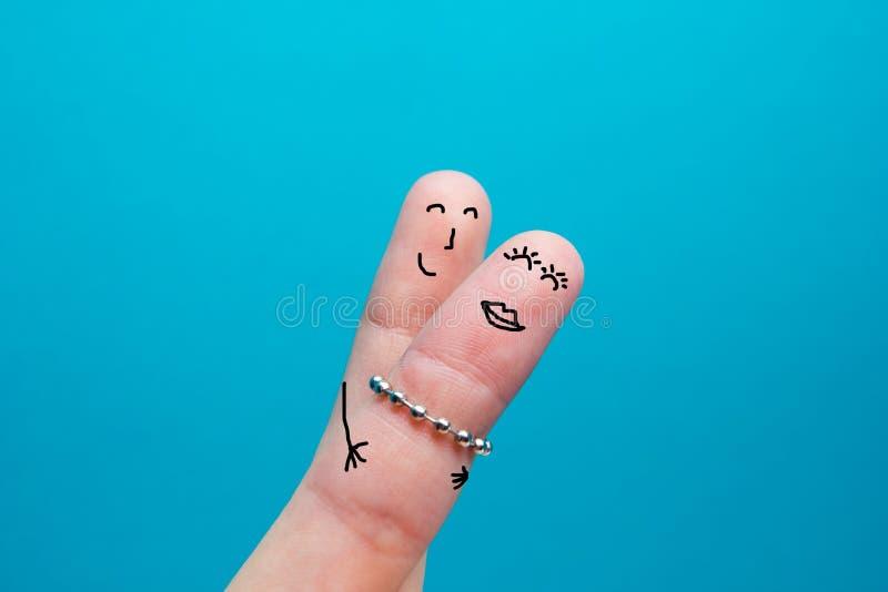 Geschilderde gelukkige vingerssmiley in liefde royalty-vrije stock foto