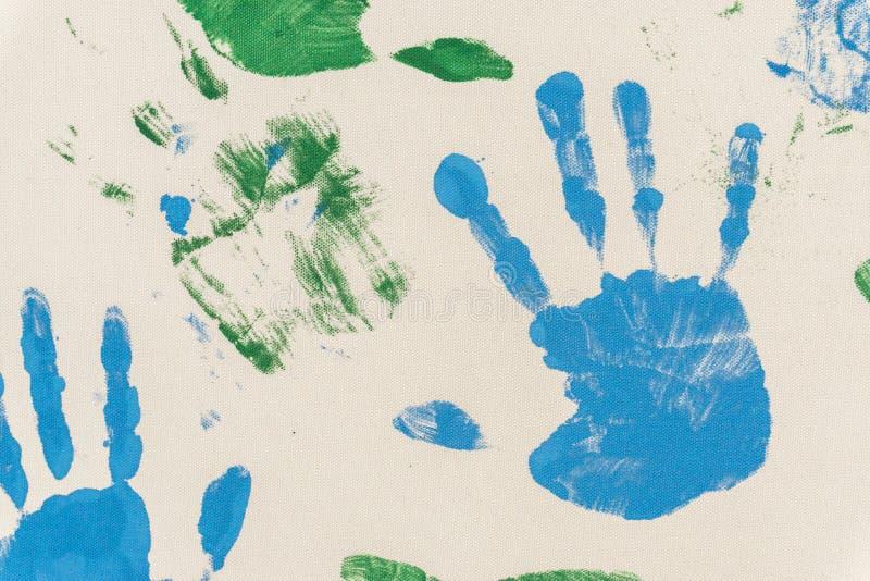 Geschilderde handen, gestempeld op papier stock afbeelding
