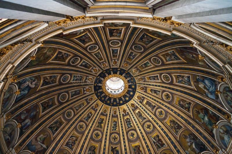 Geschilderde koepel van St Peter Basilica in Vatikaan royalty-vrije stock afbeeldingen