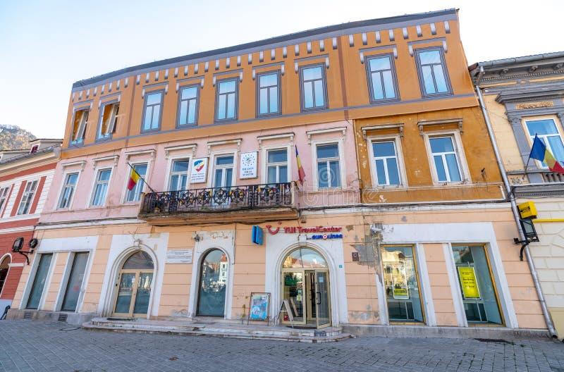 Geschilderde voorgevels in oude Brasov, Roemenië stock foto