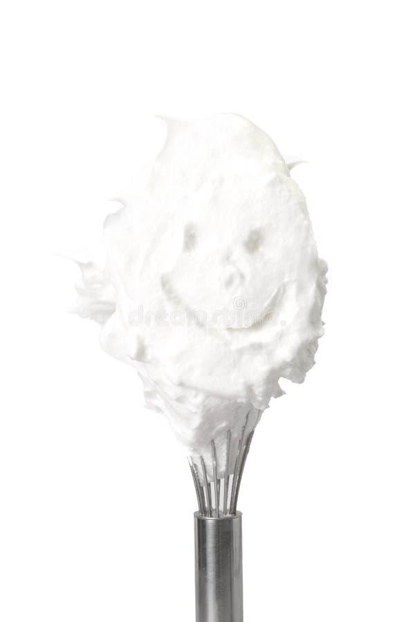 Geschlagenes Eiweiß mit einem lächelnden Gesicht lizenzfreies stockbild