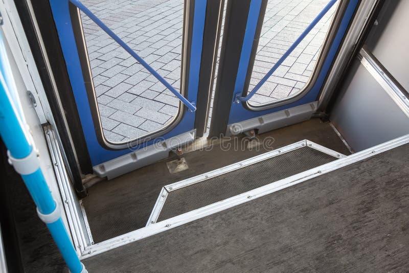geschlossene Bustüren vom Innere lizenzfreies stockfoto
