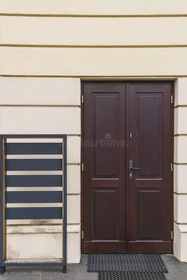 Geschlossene Tür zum Museum lizenzfreies stockfoto