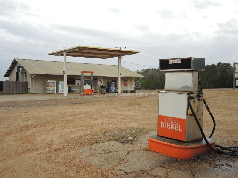 Geschlossene Tankstelle in EEUU diesel stockfoto