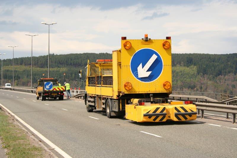 Geschlossenes Fahrzeug des Wegs mit Zeichen stockfoto