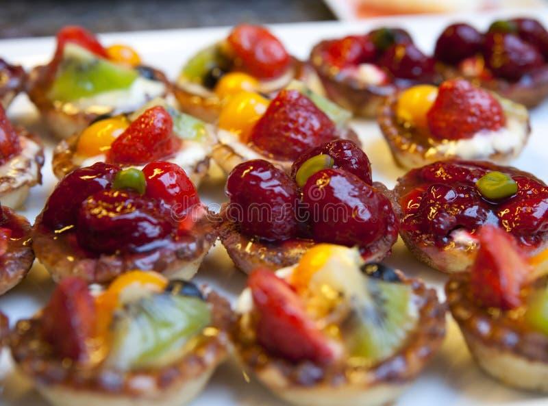 Geschmackvolle Erdbeeretörtchen lizenzfreie stockfotografie