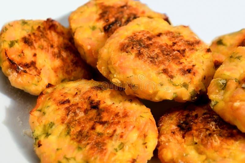 Geschmackvolle Fleischklöschen auf einer Platte lizenzfreies stockfoto