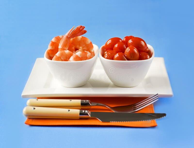 Geschmackvolle Garnelen und Tomaten stockfotografie