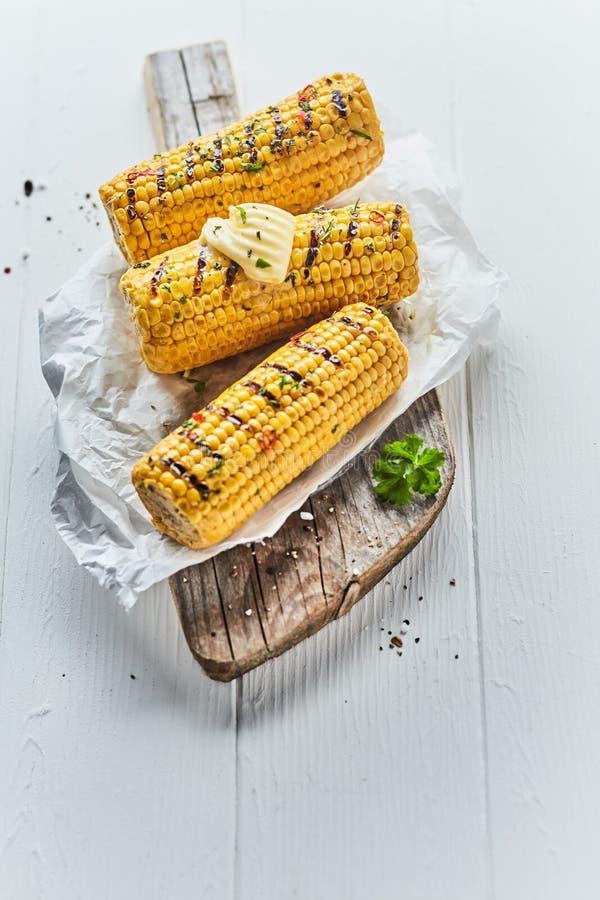 Geschmackvolle gegrillte Maiskörner drei stockbilder
