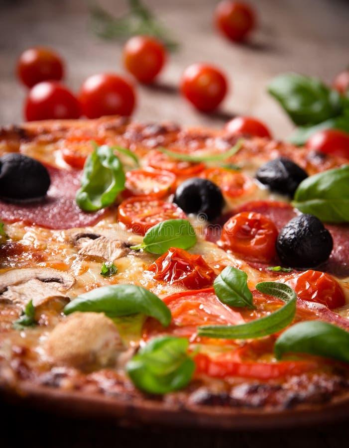 Geschmackvolle italienische Pizza stockfotografie