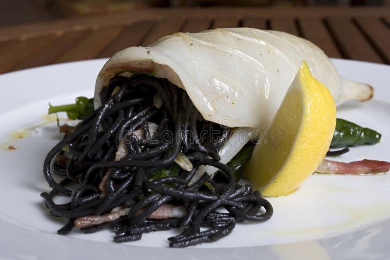 Geschmackvolle Meeresfrüchte mit italienischen Teigwaren stockbilder
