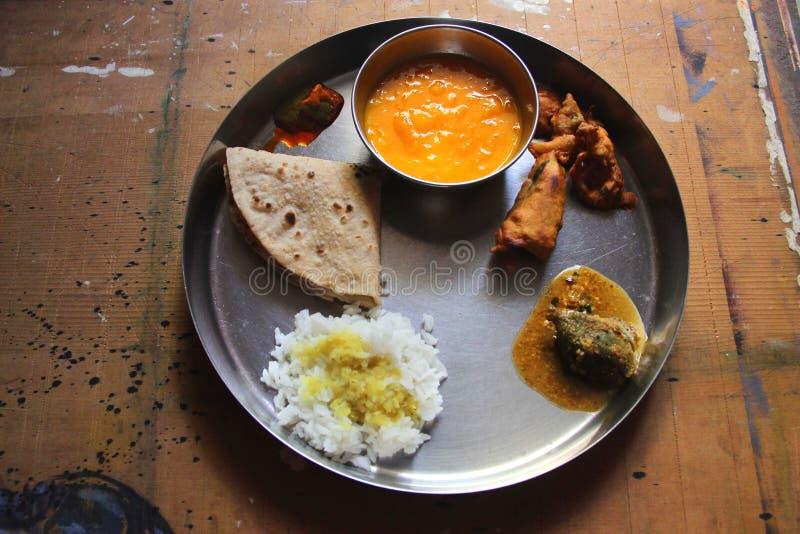 Geschmackvolle Nahrung traditioneller Inder Veg stockbilder