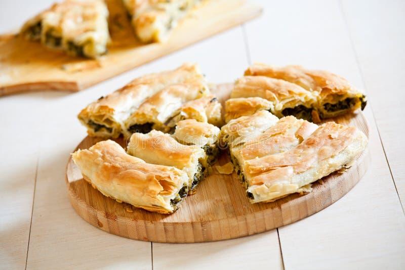 Geschmackvolle selbst gemachte griechische Spinats-Torte lizenzfreie stockbilder