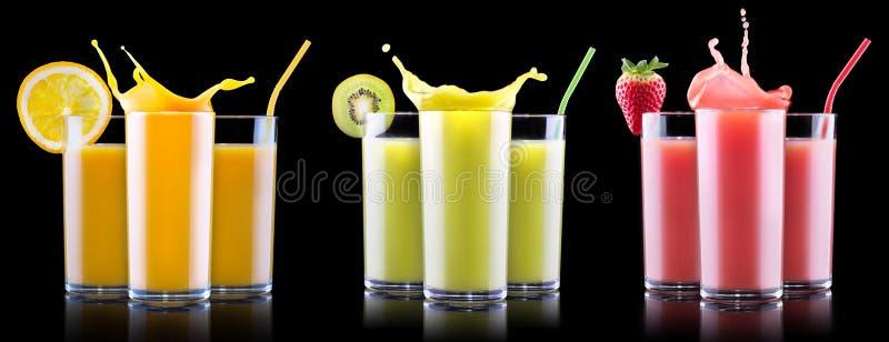 Geschmackvolle Sommerfruchtgetränke im Glas mit Spritzen lizenzfreie stockfotografie
