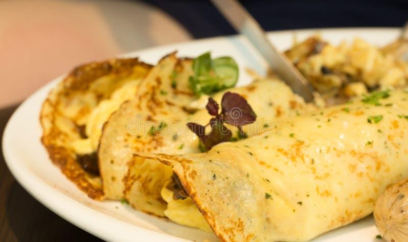 Geschmackvolle Tacotortilla des strengen Vegetariers wickelt Nahaufnahme ein stockfoto