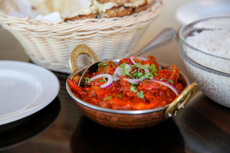Geschmackvoller gedämpfter Reis mit Tomatensauce diente im Café, Timaru, Neuseeland stockfotografie