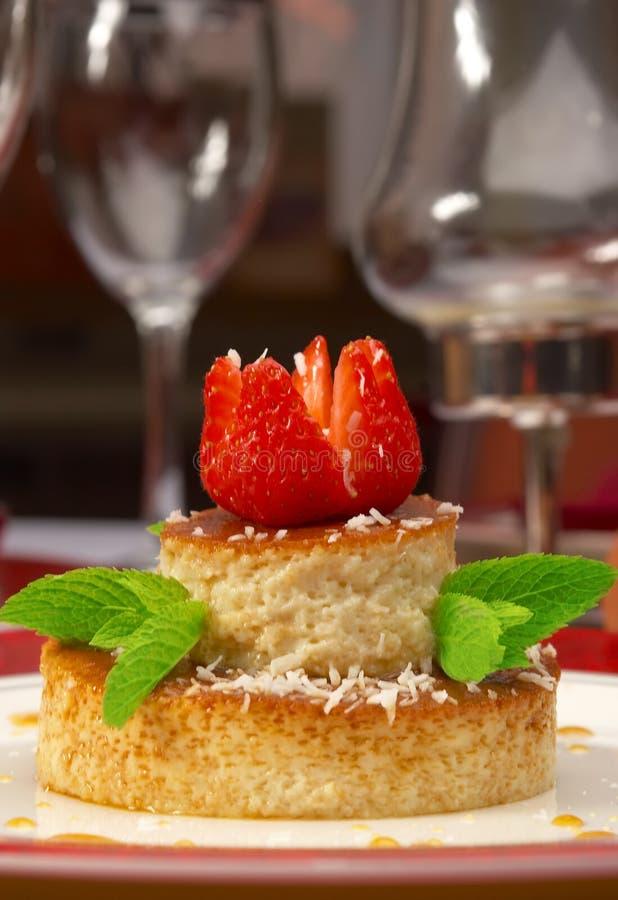 Geschmackvoller Nachtisch auf einer Tabelle an der Gaststätte stockfoto