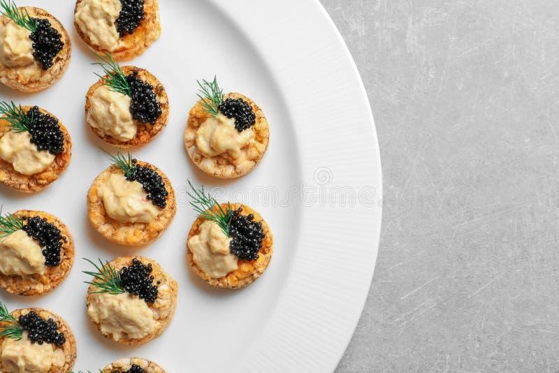 Geschmackvoller schwarzer Kaviaraperitif lizenzfreies stockfoto