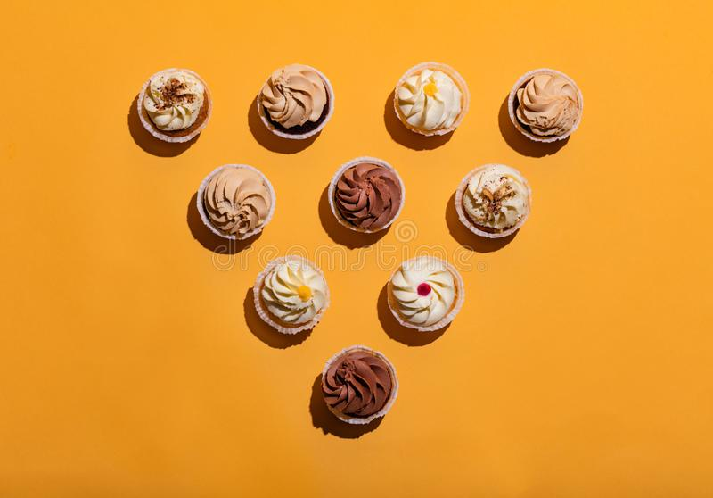 Geschmackvolles Muffin in verfasster dreieckiger Form stockfotografie