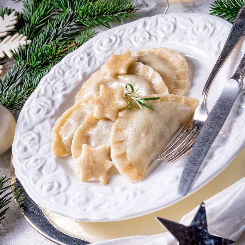Geschmackvolles polnisches traditionelles Weihnachten-pierogi stockfotos