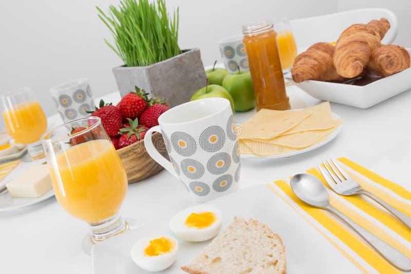 Geschmackvolles und gesundes Frühstück lizenzfreies stockbild