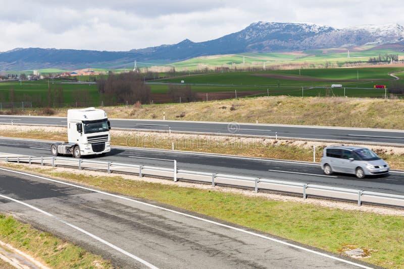 Geschmiertes Autoschattenbild auf der Autobahn stockfotografie