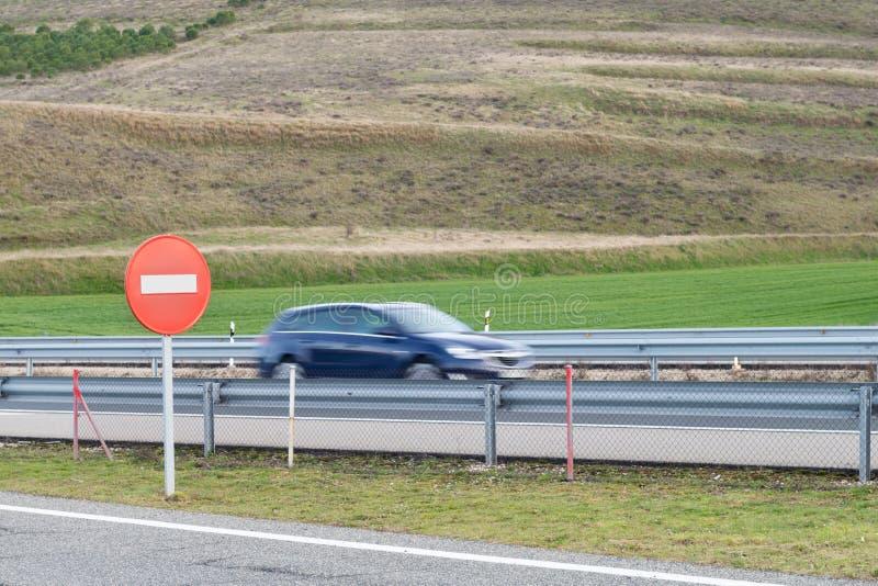 Geschmiertes Autoschattenbild auf der Autobahn lizenzfreie stockfotografie