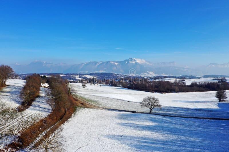 Geschneite Landschaftslandschaft, Annecy, Frankreich lizenzfreies stockbild
