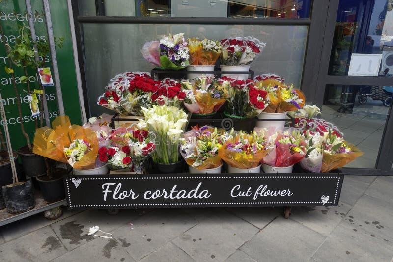 Geschnittene Blumen im Verkauf lizenzfreie stockfotografie