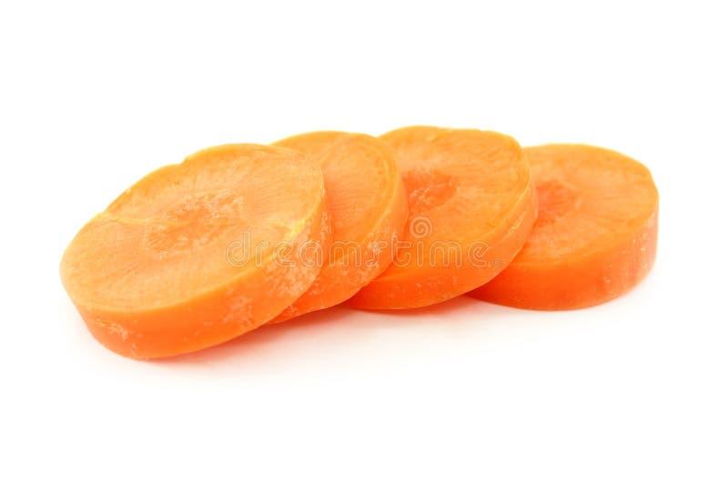 Geschnittene Karotte auf weißem Hintergrund stockbilder