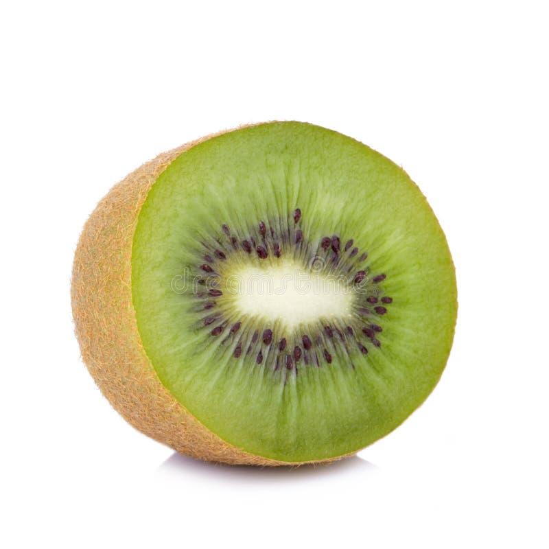 Geschnittene Kiwi lokalisiert auf Weiß lizenzfreies stockfoto
