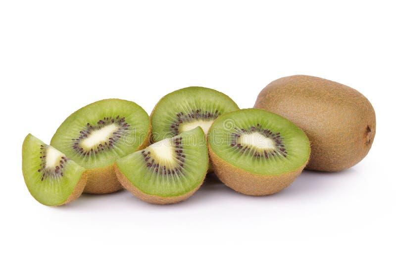 Geschnittene Kiwifrucht auf weißem Hintergrund lizenzfreie stockbilder