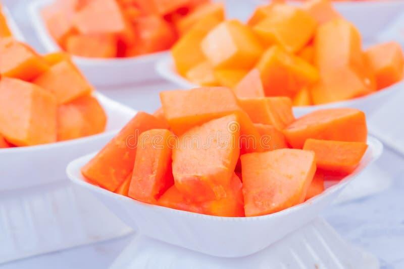 Geschnittene Papaya-Frucht stockbilder