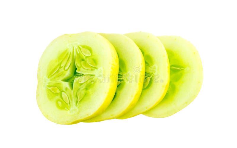 Geschnittene Querschnitte der Apfelgurke lokalisiert auf Weiß stockbild