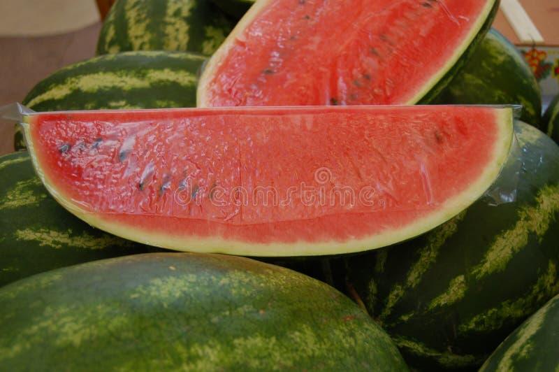 Geschnittene Wassermelone stockbilder